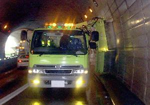 トンネル清掃車